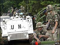 French soldiers (right) meet a convoy of UN troops near Bunia