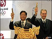 Liu Qi, presidente del comité organizador de Pekín 2008 y Jacques Rogge, presidente del Comité Olímpico Internacional