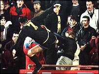Eric Cantona kung-fu kicks a fan at Crystal Palace in 1995