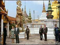 President Bush and first lady Laura Bush, left, tour the Grand Palace and the nearby Temple of the Emerald Buddha in Bangkok