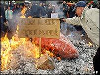 Protester burns cigarette boxes