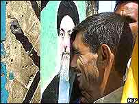 Mourner cries in Najaf