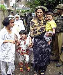 Family evacuated from close to Srinagar gunbattle
