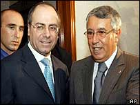 Israeli Foreign Minister Silvan Shalom (middle) with Morocco's Mohamed Benaissa (right)