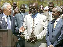(l-r) Colin Powell, rebel leader John Garang and Vice President Ali Osman Taha