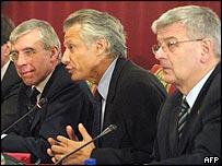 Foreign ministers Jack Straw, UK (left) Dominique de Villepin, France (centre), Joschka Fischer, Germany (right)