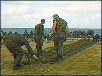 Ukraine border guards build defences