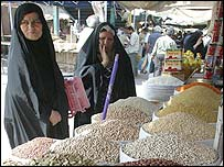 Iraqi women shop for grain