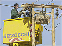 Repairs are made to overhead lines in Iraq