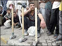 Iraqis wait for work