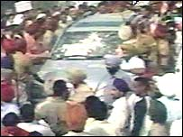 Protesters jostle Mehndi's car as he arrives for police questioning