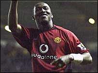 Eric Djemba-Djemba celebrates his match-winner for Man Utd