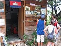 Turistas en busca del museo de minas.
