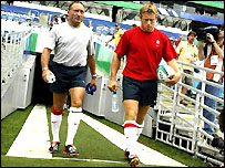 Dave Alred and Jonny Wilkinson walk out to practice at the Telstra Stadium