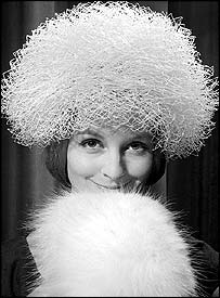 Sandra Paul wearing a white coarse veil hat at the winter collection of Simone Mirman in 1960