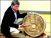 Expert Federico Fahsen with the Mayan altar