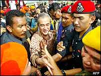 Abdullah Badawi  is greeted by crowds