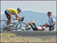 Armstrong swerves after Beloki crashed out of the Tour in July