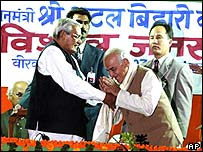 Indian Prime Minister Vajpayee (l) campaigning