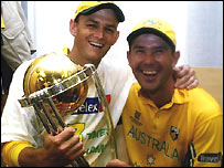 Adam Gilchrist and Ricky Ponting with the trophy