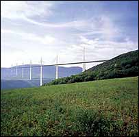 Artists impression of the Millau Bridge(Effiage)