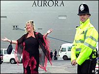 Gibraltar PC and Aurora passenger
