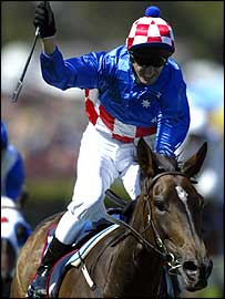 Glen Boss comes home on Makybe Diva