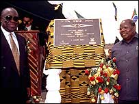 Sir Sam Jonah and President Benjamin Mkapa of Tanzania opening a gold mine