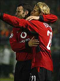 Giggs celebrates with goalscorer Forlan