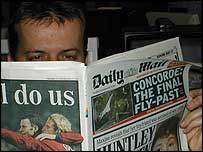 Man reading Daily Mail newspaper