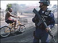 http://newsimg.bbc.co.uk/media/images/39539000/jpg/_39539668_jamaica_crime.jpg