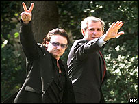Bono, cantante de U2 y el presidente George Bush en Washington
