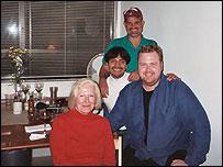 Wilfrido con sus amigos Nancy, Le�n y Steve