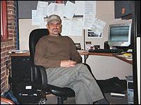 Wilfrido Aguilar en su oficina.