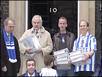 Des Lynam and DJ Norman Cook take the petition to Downing Street