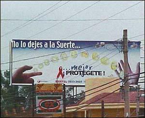 Los espectaculares (carteles) también fueron desplegados en diferentes puntos de la zona metropolitana de Guadalajara (foto de  Maricela Sánchez).