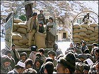 Troops hand out wheat to Hazara people