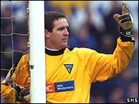 Pars goalkeeper Derek Stillie