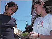 Campa�a de prevenci�n del SIDA en Honduras (foto: Cruz Roja).