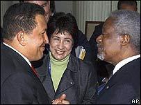 Presidente de Venezuela Hugo Chávez con Kofi Annan, secretario general de la ONU.