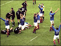 France celebrate beating New Zealand in 1999