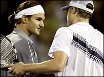Roger Federer cruised past world number one Andy Roddick