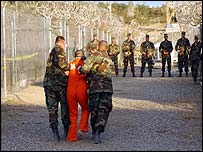 US soldiers with Guantanamo Bay detainee
