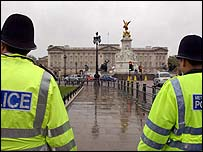Police at Buckingham Palace