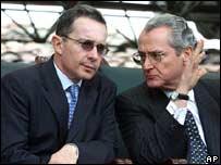 El presidente Uribe junto al ministro Uribe