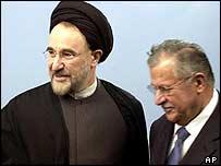 Iranian President Mohammad Khatami (left) greets the head of Iraq's Governing Council, Jalal Talabani, 17 November 2003