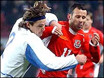 Ryan Giggs tangles with Russia's Vadim Evseev