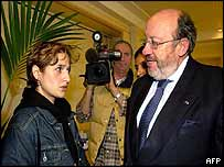 Zarah Pourhashemi, the girls' mother, meets Foreign Minister Louis Michel