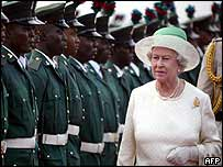 The Queen arrives in Abuja