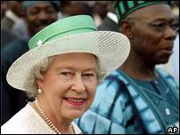 La Reina Isabel II y el presidente de Nigeria, Olusegun Obasanjo